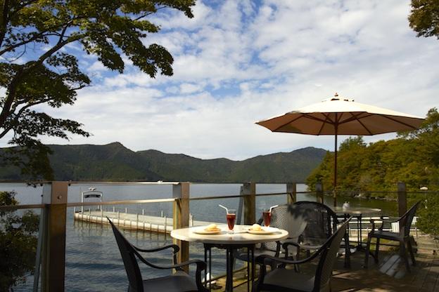箱根・芦ノ湖をのぞむ絶景デザートレストランで<br> 極上のティータイムを