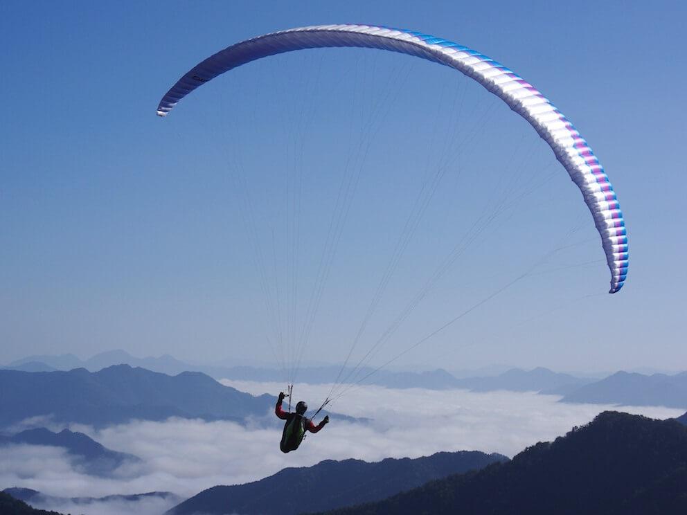 人生で一度は体験したいスカイスポーツ「パラグライダー」