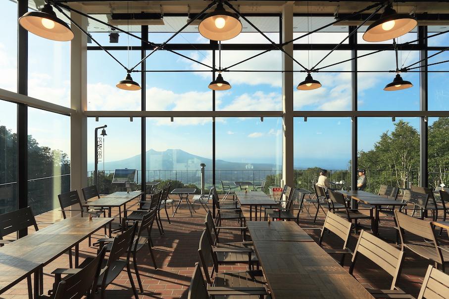 駒ケ岳をのぞむ雄大な景色は圧巻<br>フルコースも堪能できる天空カフェレストラン