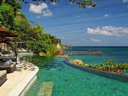 ガルーダインドネシア航空のファーストクラスで行く高級リゾート・バリ