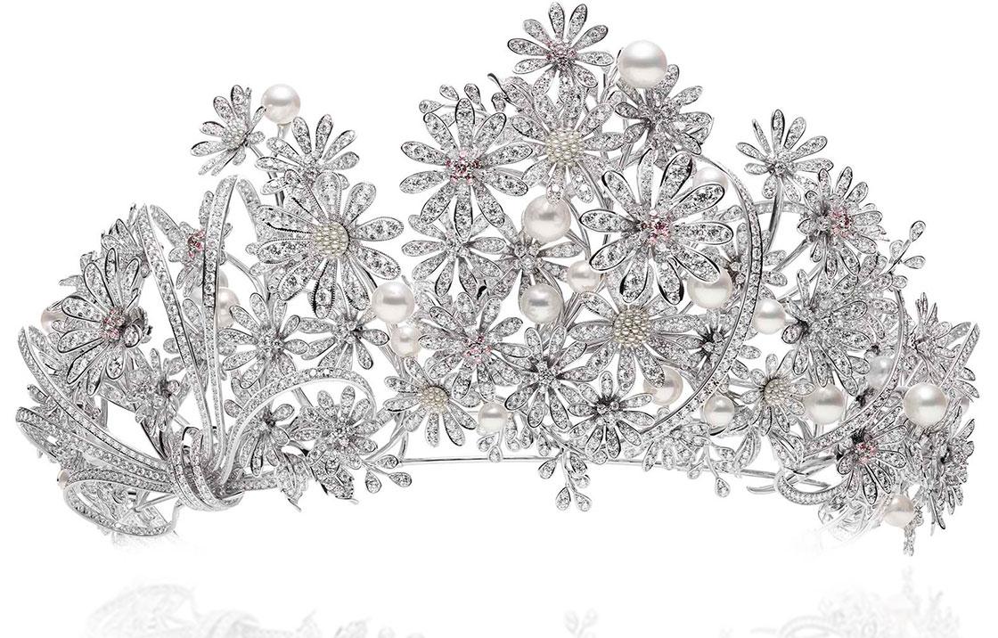 王族を煌びやかに飾るティアラをご紹介