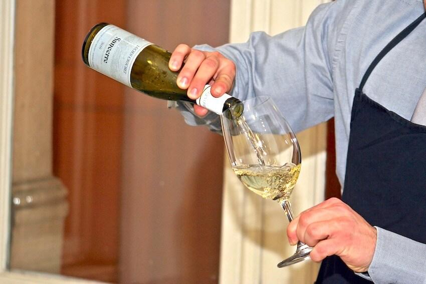 ソムリエが教える最高級ワイングラスの選び方と管理方法